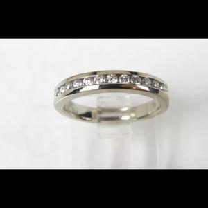 Jewelry - 14k White Gold Diamond Ladies Band!